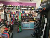 PRODEJ - přilby, rukavice, čepice, brýle, lyže, boty aj.